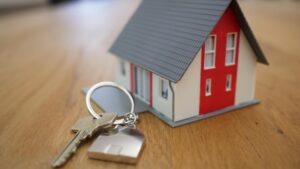Picture of keys and toy house for blog Types of Homeowners Insurance
